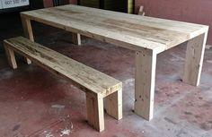 Mesa de grandes dimensiones fabricada con tablón grueso