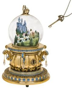 Welcome to the Collectors Guide to Disney Snowglobes. Information on over 2900 Disney snow globes. Harry Potter Snow Globe, Disney Music Box, Chrissy Snow, Collection Disney, Disney Snowglobes, Disney Figurines, Disney Statues, Cinderella Castle, Cinderella Bedroom