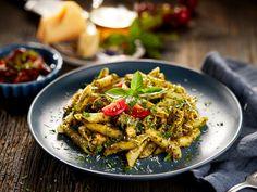 Japchae, Pasta Salad, Spaghetti, Ethnic Recipes, Food, Pain, Sun Dried Tomatoes, Chilli Flakes, Red Chili