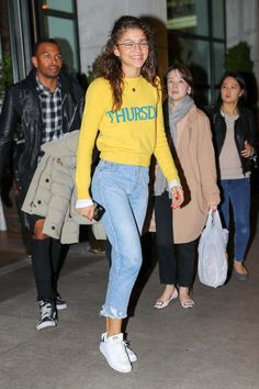 Zendaya Coleman spotted wearing her yellow Thursday sweater as heading to the street style event in New York City Zendaya Coleman, Zendaya Street Style, Casual Street Style, Zendaya Outfits, Casual Outfits, Yellow Outfits, Look Fashion, Fashion Outfits, Street Fashion