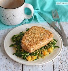 Aprende a preparar un nutritivo y delicioso atún empanizado en ajonjolí con ensalada de quinoa y mango. Con fotos del paso a paso y consejos de degustación