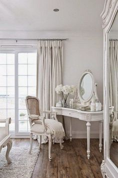Shabby Chic Living Room Small shabby chic home beautiful bedrooms.Shabby Chic Home Beautiful Bedrooms. Shabby Chic Interiors, Shabby Chic Living Room, Shabby Chic Bedrooms, Shabby Chic Cottage, Shabby Chic Homes, White Interiors, Cabin Interiors, White Cottage, French Cottage