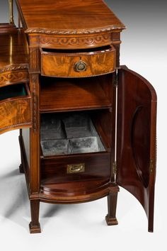 Adam Robert stílusú antik bútor