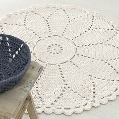 30 Ideas Crochet Doilies Square Products For 2019 Crochet Doily Rug, Crochet Carpet, Crochet Squares, Crochet Home, Crochet Stitches, Free Crochet, Doily Patterns, Crochet Patterns, Tshirt Garn