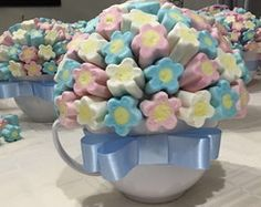 Lembrancinhas Alice no País das Maravilh Baby Shawer, Marshmallow Pops, Candy Bouquet, Ideas Para Fiestas, Candy Party, Wonderland Party, Macaron, Unicorn Party, Baby Shower Decorations
