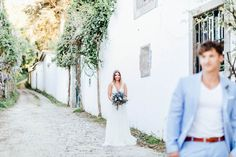 Bride with beautiful bouquet by Milles Fleurs and groom with light blue suit. A photo-setting inspiration.  #fineart #wedding #brautkleid #brautstrauß #location