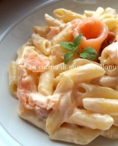 Pennette con salmone e philadelphia Seafood Recipes, Pasta Recipes, Cooking Recipes, Healthy Recipes, Penne, Rigatoni, Lotsa Pasta, Le Diner, International Recipes