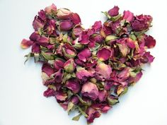 Dried rose buds and petals, dark pink from daisyshop.co.uk