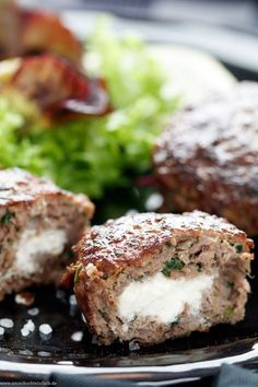 Bifteki – Griechische Frikadellen gefüllt mit Schafskäse – emmikochteinfach Bifteki – Greek meatballs filled with sheep cheese The simple recipe from the pan. They are ready in just 30 minutes and I prefer to eat a crispy salad meatballs # Seafood Recipes, Dinner Recipes, Crock Pot Recipes, Sheep Cheese, Greek Meatballs, Vegetable Drinks, Healthy Eating Tips, Meatball Recipes, Greek Recipes