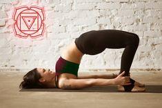 8 Yoga exercises to unlock the First Chakra - Fitness Learn Yoga, How To Do Yoga, Yoga Fitness, Fitness Tips, Chakra Raiz, Thai Chi, Yoga Nidra, Chakra Meditation, Workout Accessories