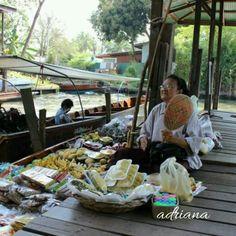 Mercado flotante . Bangkok