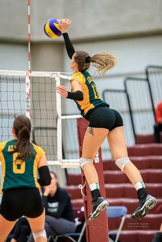 Girls Volleyball Shorts, Female Volleyball Players, Tennis Players Female, Women Volleyball, Beach Volleyball, Girls Golf, Hot Cheerleaders, Sporty Girls, Athletic Women