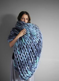 Grande punto. Large blanket in color mix Extra soft and extra warm 100% merino wool. 19 ​​microns Very pleasant for touch. Light and hypoallergenic.