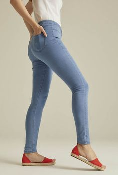 Long Tall Sally Tall Womens Ripped Mom Ankle Grazer Jean in Light Denim