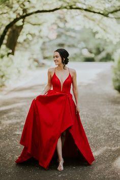 LLOYDMINSTER GRADUATION PHOTOGRAPHER | HANNAH Graduation, Formal Dresses, Photography, Portraits, Fashion, Role Models, Moda, Fotografie, Formal Gowns
