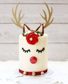 Our New Obsession: Adorable Reindeer Cakes! Lovely Events - - We have a new obsession that we MUST share with you! We have been seeing these reindeer cakes everywhere are we are head over heels in LOVE with them! Christmas Themed Cake, Christmas Cake Designs, Christmas Cake Decorations, Christmas Sweets, Holiday Cakes, Noel Christmas, Holiday Treats, Christmas Cookies, Chrismas Cake