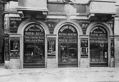 Via Manzoni all'altezza del Civico 31 - sulla sinistra lo scomparso Vicolo Facchini   da Milan l'era inscì