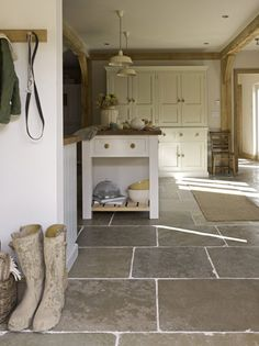 Flagstone Tile Floor- great in kitchen and/or mudroom & entry Flagstone Flooring, Limestone Flooring, Natural Stone Flooring, Slate Flooring, Kitchen Flooring, Flooring Ideas, Stone Kitchen Floor, Kitchen Tiles, Garage Flooring