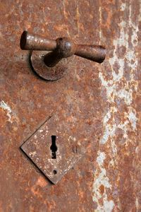 How to Restore Antique Safes - Article