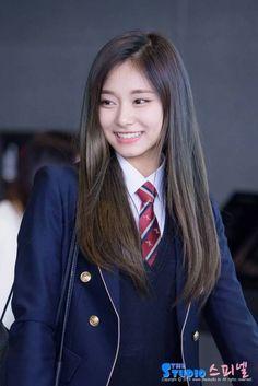 TWICE's Tzuyu is known as the Pride of Taiwan – and rightfully so! South Korean Girls, Korean Girl Groups, Nayeon, Korean Beauty, Asian Beauty, Asian Woman, Asian Girl, Twice Tzuyu, Sana Momo