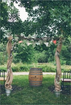 23. #tonneaux, seaux et #toile de jute - Mariage 53 #Arches, tonnelles et #décors... → #Wedding