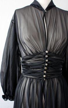Schiaparelli - Peignoir 'Glamour' - Voile Noir et Boutons de Nacre - Années 50
