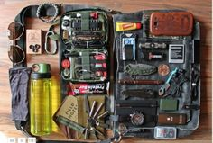 Homemade Everyday Carry EDC Emergency Survival Kit Homesteading  - The Homestead Survival .Com