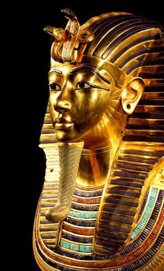 Statue of the pure gold of Tutankhamun the smallest kings of Egypt 1241 x 2048 pixels Statues, Arte Assassins Creed, Empire Romain, Valley Of The Kings, Visit Egypt, Pyramids Of Giza, Tutankhamun, Egyptian Art, Archaeology