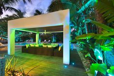The effect of light, gives the area a cool, fresh feeling which matches with the pool