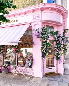 It's a beautiful world Cafe Shop Design, Cafe Interior Design, Bakery Design, Store Design, Flower Shop Decor, Peggy Porschen Cakes, Pink Cafe, Flower Cafe, Cute Cafe
