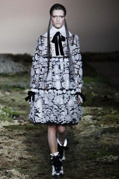 Alexander McQueen Ready To Wear Fall Winter 2014 Paris - NOWFASHION