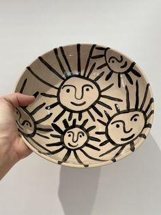 Painted Ceramic Plates, Hand Painted Ceramics, Ceramic Painting, Sun Painting, Clay Plates, Hand Painted Pottery, Pottery Cafe, Pottery Studio, Pottery Bowls