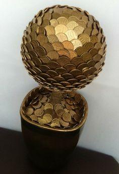 Коллекционерам не смотреть: поделки из монет Coin Crafts, Craft Stick Crafts, Diy And Crafts, Craft Room Decor, Money Origami, Coin Art, Tree Canvas, Metal Projects, Wine Bottle Crafts
