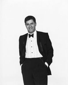 Elegance is an attitude. Isn't he awesome? Jerry Lewis, Jack Benny, Bob Hope, Dean Martin, Sean Connery, Vintage Hollywood, Black And White Photography, Movies And Tv Shows, Movie Stars