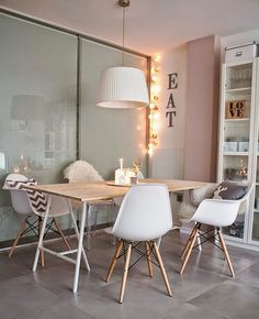 Design ideas for your dining and living rooms. Furniture Makeover, Home Furniture, Decorating Your Home, Interior Decorating, Boho Deco, Dinner Room, Blender 3d, New Home Designs, Best Interior Design