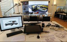 Estudio de Diseño Automotriz actual, con asistencia digital, diversos sistemas de visualización y materiales tradicionales de dibujo e ilustración.