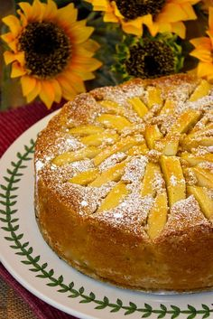 Italian Apple Torta (Torta di Mele)  A FABULOUS apple cake to welcome autumn!  #apple #italian #cake #torta #mele