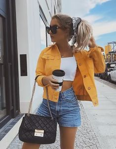23 Outfit with Jeans Shorts to look fashionable and beautiful - Page 2 of 2 - Inspired Beauty Stylish Summer Outfits, Trendy Outfits, Cute Outfits, Fashion Outfits, Casual Jeans Outfit Summer, Summer Denim, Womens Fashion, Outfit Jeans, Super Moda