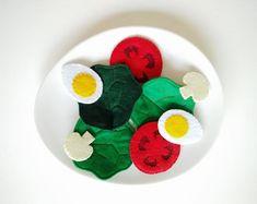 Créations pour petits et grands enfants par Sigmundfactory sur Etsy Etsy, Children, Book, Felting, Boiled Egg Salad, Chopped Salads, Big Kids, Toys, Toddlers