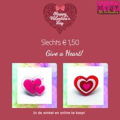 """Valentine """"give a heart"""" verlichte hartjes. Online en in de winkel te koop voor slechts € 1,50  *  Rechtstreekse link: http://bit.ly/2GcL0s2  *   www.verkleedhuis.nl  *  #verkleedhuis #heart #valentine #valentijn"""