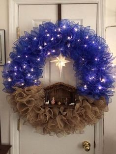 This is the most beautiful wreath I've seen in a very long time. – Salvabrani This is the most beautiful wreath I've seen in a very long time. Christmas Reef, Christmas Crafts, Christmas Decorations, Christmas Nativity, Christmas Wreaths For Front Door, Holiday Wreaths, Diy Nativity, Navidad Diy, Diy Weihnachten