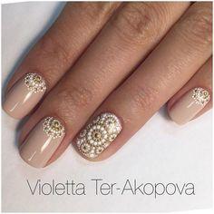 Boho nude nail designs with gold textured patterns #boho #nails #fashion #beauty