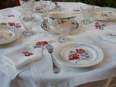 La table était mise pour les convives...
