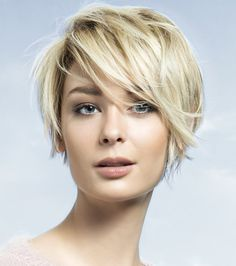 Long pixie haircut looks superb modern and cool. It is best for people who do not have much time in styling their hair. Messy Long Pixie Haircuts for Fine Hair /Via The slight edge makes the textured pixie haircut soft and feminine. [Read the Rest] Haircuts For Fine Hair, Best Short Haircuts, Short Hairstyles For Women, Hairstyles Haircuts, Blonde Hairstyles, Bob Haircuts, Layered Haircuts, Haircut Short, Cropped Hairstyles