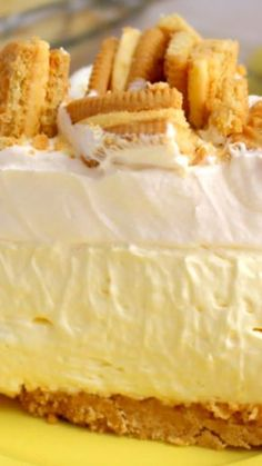 Lemon Oreo Icebox Pie ~ The best lemon pie you'll ever have. Made with a lemon OREO crust, filled with a creamy lemon filling and topped with more crunchy lemon OREO cookies No Bake Lemon Pie, Lemon Pie Recipe, Lemon Dessert Recipes, Lemon Recipes, Frosting Recipes, Icebox Desserts, Oreo Dessert, Frozen Desserts, Easy Desserts