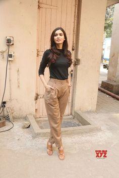 Mumbai: & The Story of Pokhran& promotional shoot Diana Penty - Social News XYZ Casual Work Outfits, Chic Outfits, Trendy Outfits, Teen Fashion Outfits, Fashion Pants, Western Outfits Women, Look Chic, Bollywood Fashion, Stylish Dresses