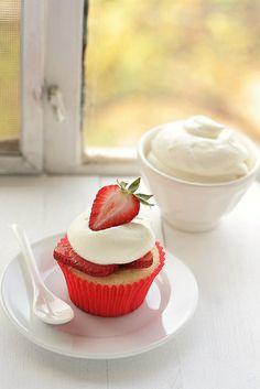 Strawberry N' Cream Cupcakes by Xiaolu
