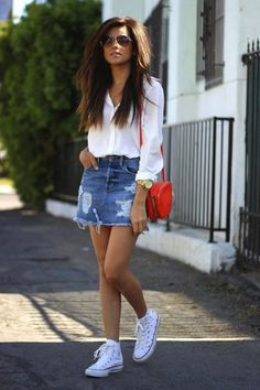 Explore a gallery of white converse outfits and classic converse otutfits like converse with leggings. Learn what to wear with white converse now. How To Wear White Converse, White Converse Outfits, Orange Converse, Converse High, Orange Jeans, Mode Outfits, Casual Outfits, Summer Outfits, Denim Skirt Outfits