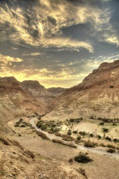 Desert valley, Arugot wadi, Ein-Gedi, Israel, and clouds. Heiliges Land, Monuments, Israel History, Visit Israel, Israel Palestine, Most Haunted Places, Israel Travel, Holy Land, Beautiful Places