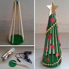 Dicas de Artesanato com Hashi Diy Felt Christmas Tree, Christmas Ornament Crafts, Homemade Christmas Gifts, Christmas Art, Holiday Crafts, Christmas Activities For Kids, Theme Noel, Diy Weihnachten, Felt Diy